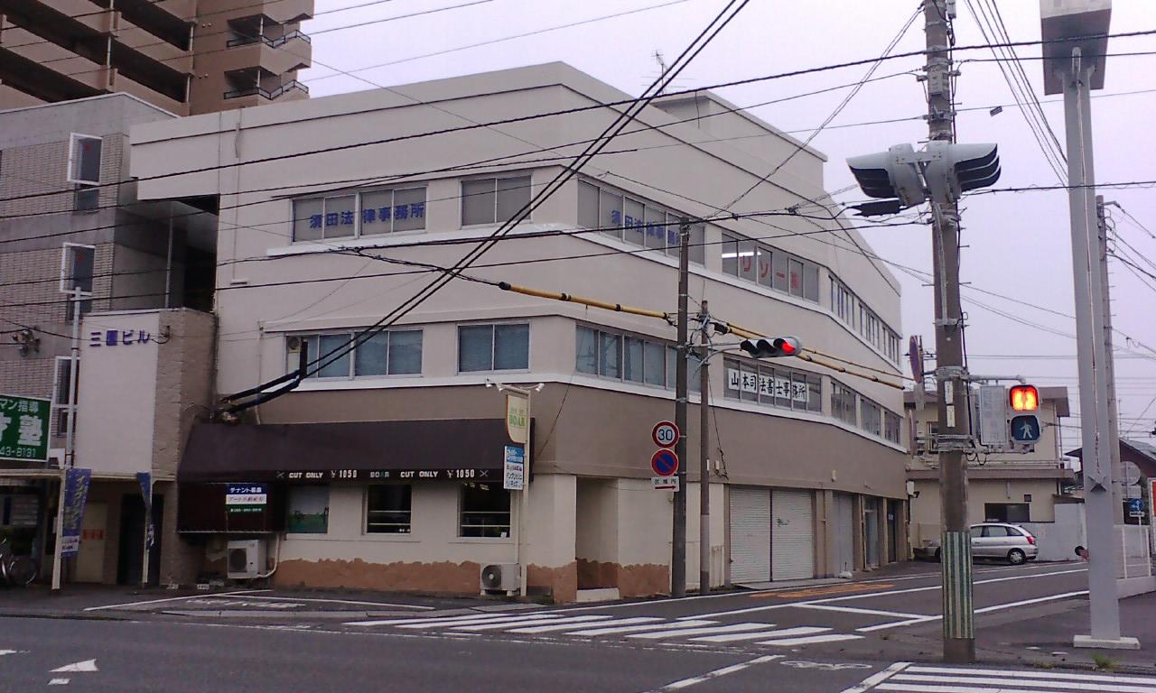 静岡県沼津市三園町5-3 国道414号線沿い「三園ビル3階」にオフィスがございます。
